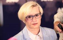 Šéfová obrany Šlechtová:  Statisíce za VIP salonek!