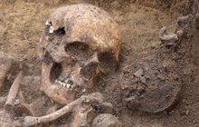 Mimořádný nález archeologů na severu Čech: Našli hroby pravěkých lučištníků
