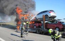 Požár zničil tři auta!