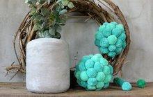 Vyrobte si originální zimní dekoraci z bambulí podle nápadu ateliéru Chvadlene Madlene!