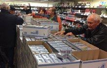 Zlevnili máslo i vejce: Zákazníci vzali  obchody útokem