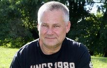 Ještě než byl Jiří Kajínek (56) odsouzen za dvojnásobnou vraždu, dostal se za mříže za krádeže vroce 1982. O vykrádání bytů a braní šperků se Kajínek rozpovídal vdokument Já, Kajínek, který vysílá televize Prima.