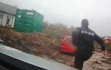 Šílený senior (70) se honil s policií