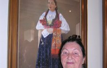 Královna lidových písní – Jarmila Šuláková (†87), která odešla do hudebního nebe letos v únoru, je stále se svými Vsetíňany, kteří ji mají rádi. Přímo na radnici vybudovali vzpomínkové místo.