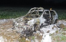 Opilci shořelo auto