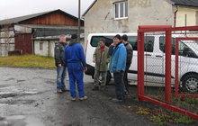 Policisté při razii u jedné z karlovarských firem narazili na čtyři Ukrajince, kteří se kvůli pracovním povolením vydávali za Rumuny.