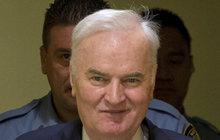Mezinárodní trestní tribunál pro bývalou Jugoslávii (ICTY) včera odsoudil bývalého velitele bosenskosrbské armády Ratka Mladiće (74). Za zločiny spáchané během války v Bosně a Hercegovině (1992–1995) vyfasoval doživotí!
