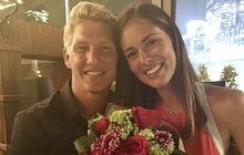 To je radosti. Bývalá tenistka Ana Ivanovič (30) a fotbalista Bastian Schweinsteiger (33) čekají prvního potomka.