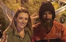 Bezdomovec pomohl ženě v nouzi: Neuvěříte, jak mu to vrátila!