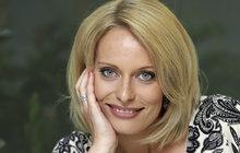 Televizní noviny dělá krásnějšími, ale na fotce z kuchyně Kristina Kloubková (40) odhalila svou přirozenou krásu. Bez kosmetických »udělátek« se sice dost změnila, ale pořád je to ta hezká blondýnka z Novy!
