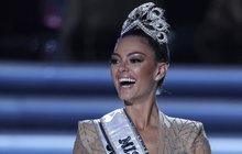 Miss Universe 2017 se stala soutěžící z Jižní Afriky Demi-Leigh Nel-Peters (22), která je čerstvou absolventkou managementu obchodu.