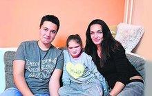 Zoufalá samoživitelka Jarmila (39), maminka těžce postižené dcery: Anitka by potřebovala novou sedačku