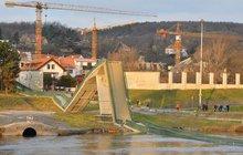 Co se dělo před zborcením Trojské lávky v Praze: Její stav hlídaly SMS! V jaké kondici jsou další mosty?