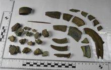 Hledači objevili v lese zlomky kovů: Je to poklad starý přes 3000 let!