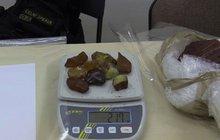 Neobvyklý »úlovek« celníků na nádraží: V kufru našli 10 kilo jantaru!