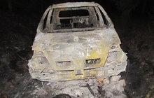 Auto shořelo na uhel!