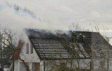 Požár v podkrovní místnosti: Škoda je půl milionu korun