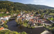 Zděšení zavládlo v městečku u Vltavy. Přímo pod slavným hradem Rožmberk má vyrůst vodní elektrárna. Radnice s tím nesouhlasí, proti jsou místní i turisté.