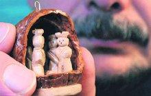 Tajemný příběh darovaného minibetlému ve vlašském ořechu: Unikát vypátralo Aha!