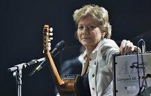 Zpěvačka Filipová (63): VÝBORNĚ, LENKO! Po roce boje s vážnou nemocí ODHODILA STRACH I PARUKU!
