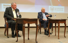 Před 25 lety rozdělili Československo, teď se exprezident Václav Klaus (76) a bývalý slovenský premiér Vladimír Mečiar (75) setkali v debatě v budově bývalého Federálního shromáždění.