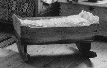 Tragické neštěstí se stalo v únoru 1932 během křtin v obci Orechovica na Podkarpatské Rusi. Ve rvačce tam utrpěl místní hospodář Jan H. smrtelnou ránu nožem do prsou.