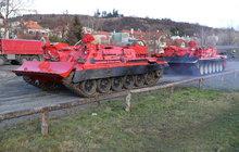 Likvidace trosek Trojské lávky: Hasiči zapřáhli dva tanky!