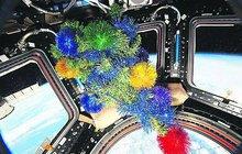 Nejen na Zemi dnes slavíme Silvestr! Na ISS kosmonauti každých 92 minut proletí do roku 2018!