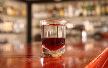 Těžkou otravu alkoholem se smrtelným následkem si sám přivodil dělník Jan Z. z obce Bruzov ve Slezsku. V hostinci ve Frýdku vypil v březnu 1932 neuvěřitelné množství alkoholu, které jeho organismus jednoduše nemohl snést. Proto zemřel.