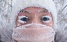 Když teploty klesnou hluboko pod bod mrazu, rázem jsou obyčejné zimníčky a ležérní čapky nedostačující a banální nehody se změní v rizikovou záležitost. Víte, jak se bránit nízkým teplotám?