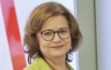 Jiná postava ale stejná herečka! Ivana Andrlová (57) je sice novou postavou v seriálu Ordinace v růžové zahradě 2, ale pro pozorné diváky rozhodně ne. Zahrála si hned v druhém dílu a také se motala okolo těhotenství.
