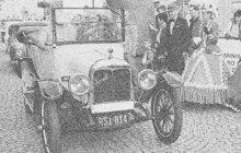 Pět ran z revolveru vypálil v září 1934 na stanovišti autodrožek v Motyčíně na Kladensku horník Jaroslav K. (†34) na autodrožkáře Karla Š. Pak se v nedalekých Hnidousech na hrobě svého otce a bratra zastřelil.