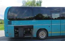 Autobus usekl  muži (77) ruku