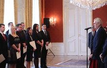 Staronový prezident Zeman se ukázal na veřejnosti: Ani si neťuk!