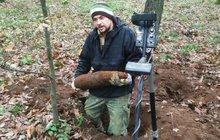 Nebezpečí života u Břeclavi: Les je plný granátů z války!