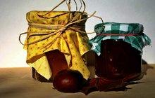 POTŘEBUJETE:1 kg oloupaných pomerančů, 4 lžíce rumu, citronovou šťávu, 1 Želírovací cukr 3:1 Labeta