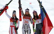 Nemohla tomu uvěřit! Zahraniční komentátoři mluví o největší senzaci v historii olympijského sjezdového lyžování. Ester Ledecká vyhrála o jednu setinu sekundy před obhájkyní zlata ze Soči Rakušankou Annou Veithovou.