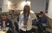 Žádná delikatesa na míšeňském porcelánu! Nejslavnější žena planety Ester Ledecká (22) slavila šokující zlato ze superobřího slalomu na OH prachobyčejným kuřetem ve fast foodu.
