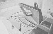 Nevšední »herecký talent« prokázal v září 1934 nádražák Václav Š. ze severočeské obce Podmokly, která je dnes součástí města Děčína. Nad mrtvolou své manželky Alžběty zoufale naříkal a plakal. Ve skutečnosti ji právě on bestiálně zavraždil.