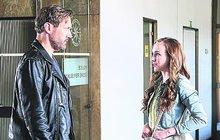 V seriálu Polda září Elizaveta Maximová (25) jako Míša Břízová, dcera hlavního hrdiny Davida Matáska (55). A není to poprvé, kdy hraje roli dcery vyšetřovatele – v minisérii Spravedlnost, která je nominovaná na Českého lva, jí tatínka hrál Ondřej Vetchý (55). Pro natáčení je brunetka s ruskými kořeny ochotná udělat vše – naučit se řídit, tančit nebo se i válet v bažinách…