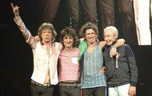 Své největší hity dnes večer v pražských Letňanech rozbalí Rolling Stones. Snad každému se při vyřčení jejich jména vybaví i dva nezapomenutelné symboly. Tím prvním je frontman skupiny Mick Jagger (74), druhým pak legendární logo kapely s vyplazeným jazykem.