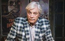 Charismatický slovenský herec Juraj Kukura (71) by díky svému chování a vzhledu vklidu zapadl mezi hollywoodskou smetánku. Ačkoliv nyní žije spokojeně, ne vždy se měl jako vbavlnce. S hercem si totiž život pořádně pohrál a skončil jako bezdomovec i smanželkou a synem.