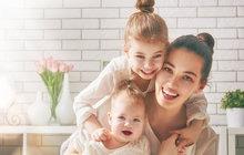 Ženám by se měl zvýšit důchod o pětistovku za každé vychované dítě, které by znamenalo i dřívější odchod do důchodu. Navrhli to poslanci při schvalování vládní novely, která zvyšuje pevnou část důchodu pro všechny. Návrh míří do závěrečného čtení.
