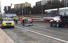 Auto v pražské Hostivaři srazilo čtyři lidi, dva na místě zemřeli