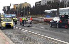 Děsivá nehoda na přechodu v Praze-Hostivaři: Čtyři chodce smetlo auto!...dva náraz nepřežili