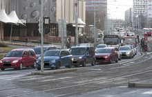 Auta, tramvaje i autobusy v zácpě: To je doprava v Praze roku 2018! Vadí vám kolony?  Jste zpovykaní Pražané, řekla Krnáčová
