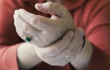 Domácí léčba revmatu ženu (59) málem zabila! Z jejího prsu lékaři vytáhli něco odporného, nemusí to být konec