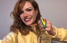 Má velké srdce. Když se objevila informace, že Gábina Koukalová (28) prodává svůj cenný kov zestíhacího závodu Světového poháru 2014 vRuhpoldingu, všichni zpozorněli. Kdo by nechtěl mít doma zlatou medaili a ještě tu, která patří naší biatlonové královně?
