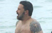 Ben Affleck na pláži: Ukázal obřího ptáka!