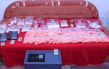 Kokain, extáze i marihuana. To bylo zboží, se kterým ve velkém obchodoval česko-moldavský gang. Jak kriminalisté zjistili, měli jeho šéfové i vlastní mobilní aplikaci, přes kterou si domlouvali kšefty.